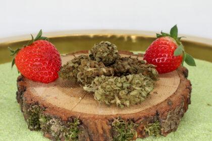 CBD-Raeucherblueten-Erdbeerli
